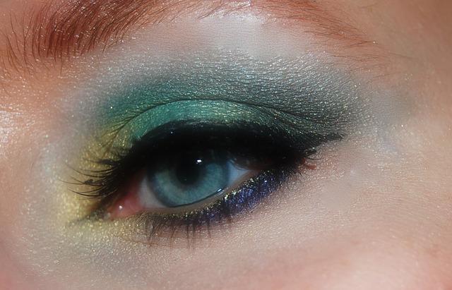 makeup-402533_640