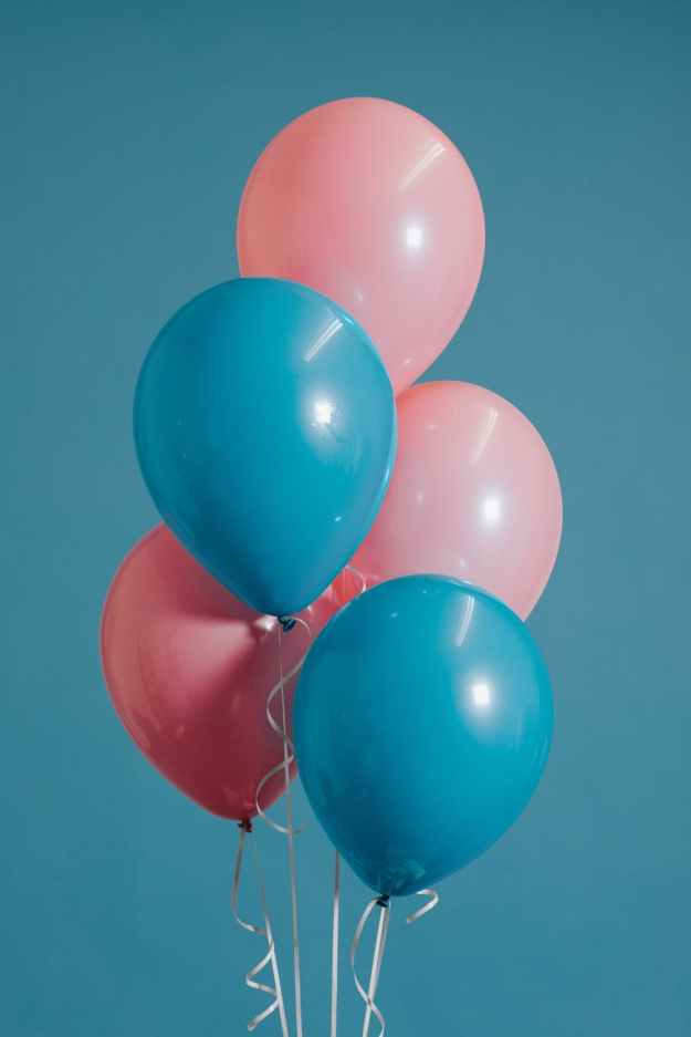 closeup photography of two teal and three pink inflated balloons