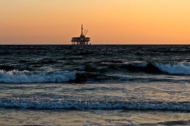 oil-rig-2191711_640.jpg